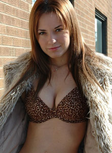 Amy Shows Off Her Perfect Tits In A Leopard Print Bra - Picture 5