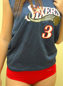 Amy Loves To Tease You In Her Sixers Jersey - Picture 4