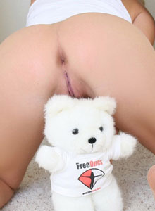 Ashlee Has Some Fun With Her Freeones Bear - Picture 9