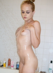 Sexy Teen Bri Skies Shows Off Her Perfect Round Ass Soaking Wet In The Shower - Picture 6