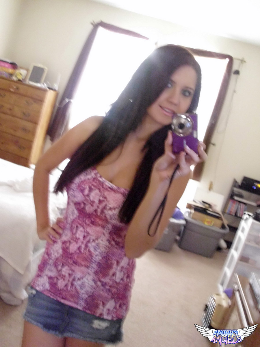 Chrissy Marie Takes Pictures Of Her Big Tits In The Mirror - Picture 3