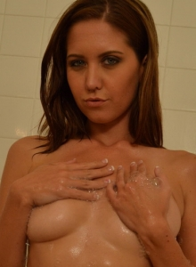 Sexy Chrissy Marie Teases As She Cleans Off Her Perfect Body In The Shower - Picture 11