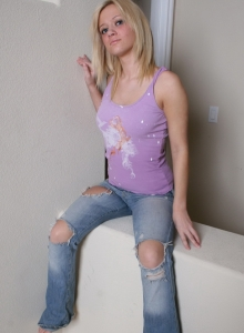 Danielle Lynn Nude Bald Pussy Round Bubble Butt Ripped Jeans Tease - Picture 3