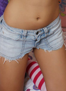Donna Shows Off Her Tight Round Ass In Tiny Jean Cutoffs - Picture 5