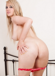 Busty Chubby Babe Katie K Shows Her Big Juicy Tits And Fingers Her Tight Wet Pussy - Picture 10