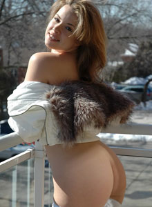 Kerie Hart Is Getting Naked Outside On The Balcony - Picture 9
