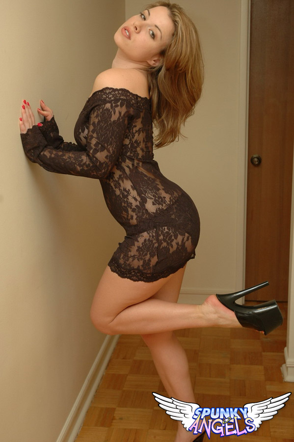 Kerie Hart Loves To Show Off Her Body In Black Lace - Picture 4