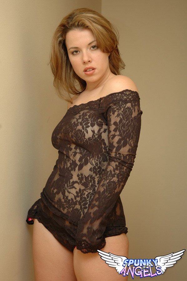 Kerie Hart Loves To Show Off Her Body In Black Lace - Picture 6