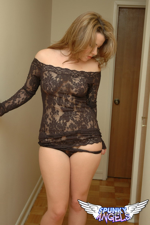 Kerie Hart Loves To Show Off Her Body In Black Lace - Picture 7