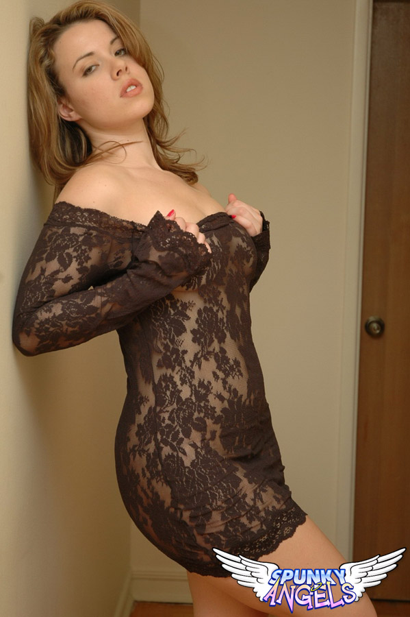 Kerie Hart Loves To Show Off Her Body In Black Lace - Picture 9