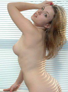 Kerie Hart Is Getting Naked In The Morning Sun - Picture 12