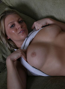 Sadie Squeezes Her Huge D Cup Tits Together - Picture 2