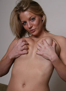 Sadie Squeezes Her Huge D Cup Tits Together - Picture 12