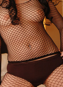 Serenas Perky Tits Are Visable Through Her Black Mesh Outfit - Picture 2