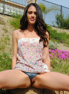 Tiffs Tight Little Pussy Is Showing As She Bends Over In Her Tiny Jean Shorts - Picture 10